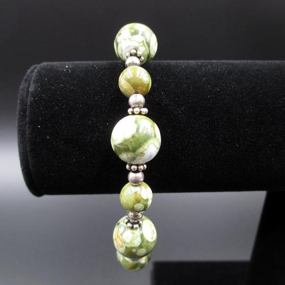 Jewelry - Vintage 7 Inch Green & White Stone Bracelet